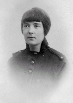 katherine mansfield the ideal family An ideal family (1921) marriage à la mode (1921) the voyage (1921) katherine mansfield: a darker view, jeffrey meyers, cooper square publishers.