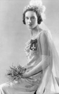 Jean Batten who was presented to Their Majesties at the second Court on May 12, 1936 by Mrs W J Jordon, wife of the New Zealand High Commissioner. Her gown was of satin of eau de nil tint and embroidered with seed pearls and diamante. Permission of the Alexander Turnbull Library, National Library of New Zealand, Te Puna Matauranga o Aotearoa, must be obtained before any re-use of this image.