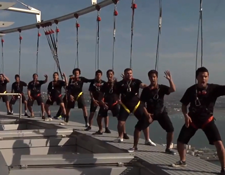SkyWalk – Flash Mob Haka