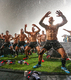 All Blacks Celebrate Hong Kong Sevens Title with Haka in Thunderstorm