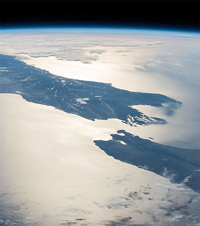 Rare Glimpse of Cloudless New Zealand from Space