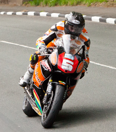 Bruce Anstey Wins RST Superbike TT Race