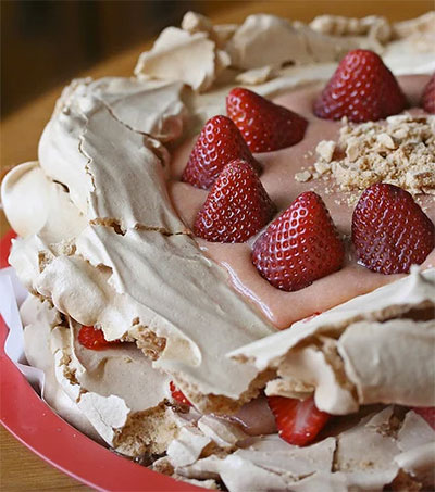 Pavlova Makes for an Odd Culinary History