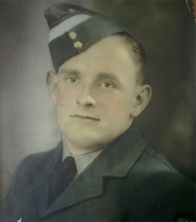 Reuniting the Family of WW2 Pilot Roy Hodge