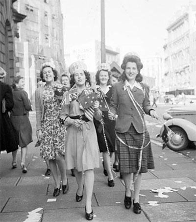 How World War Changed Women's Fashion