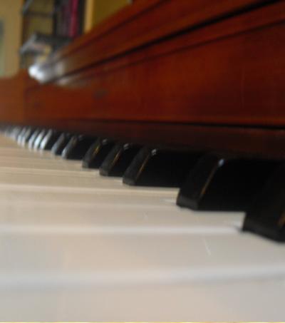 New Zealand Girl Plays Piano While Sleepwalking