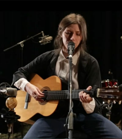 NZ Folk Singer Who'll Put A Spell On You