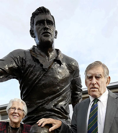 All Blacks Great Colin Meads Leaves Mighty Memories