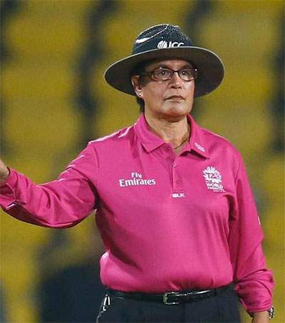 Pioneering Umpire Kathy Cross to Retire